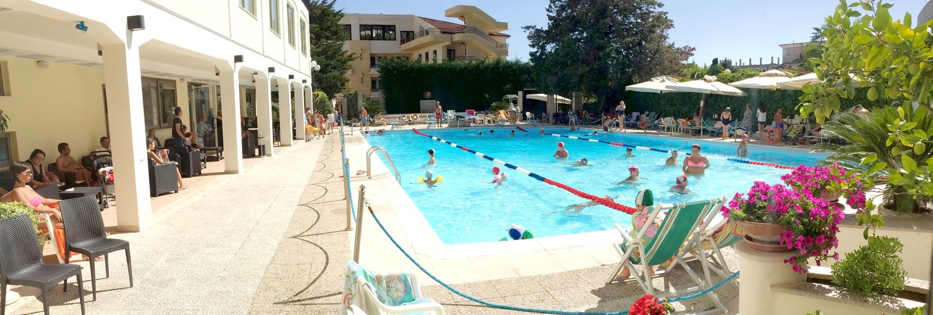 Tra i migliori hotel 4 stelle con piscina a san giovanni - San giovanni in persiceto piscina ...